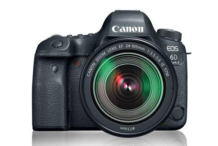 سنسور دوربین Canon EOS 6D دوربین Canon EOS 6D که در واقع سری مقرون به صرفه تر دوربین های سری 5D کنن به حساب می آیند با تغییرات کمی که در ساختار خود به وجود آورده توانسته بازار هدف خود را به خوبی اشباع نماید . سنسور استفاده شده در دوربین Canon EOS 6D با فناوری CMOS و اندازه ای برابر با 36 x 24 mm می باشد که با توجه به فول فریم بودن آن ویژگی هایی همچون عمق میدان بهتر، نویز پذیری کمتر و … را برای این دستگاه به ارمغان آورده است . این حسگر از دقتی معادل 21 میلیون پیکسل برخوردار است البته باید اشاره کنیم که از این مقدار 20 میلیون پیکسل آن به طور موثر عمل میکند .تصاویر ثابت در این دوربین با اندازه 3648*5472 به بر روی کارت حافظه دستگاه ذخیره می شوند ، همچنین کاربر در صورت لزوم میتوان عکس هایی با رزولوشن پایین تر بگیرد که برای این منظور باید از داخل منوی تنظیمات رزولوشن تصاویر ثابت را بر روی مقادیر پایین تر تنظیم کند.