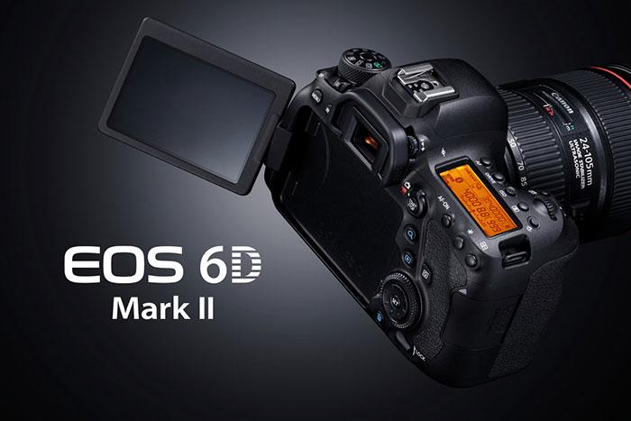 سنسور دوربین Canon EOS 6D دوربین Canon EOS 6D که در واقع سری مقرون به صرفه تر دوربین های سری ۵D کنن به حساب می آیند با تغییرات کمی که در ساختار خود به وجود آورده توانسته بازار هدف خود را به خوبی اشباع نماید . سنسور استفاده شده در دوربین Canon EOS 6D با فناوری CMOS و اندازه ای برابر با ۳۶ x 24 mm می باشد که با توجه به فول فریم بودن آن ویژگی هایی همچون عمق میدان بهتر، نویز پذیری کمتر و … را برای این دستگاه به ارمغان آورده است . این حسگر از دقتی معادل ۲۱ میلیون پیکسل برخوردار است البته باید اشاره کنیم که از این مقدار ۲۰ میلیون پیکسل آن به طور موثر عمل میکند .تصاویر ثابت در این دوربین با اندازه ۳۶۴۸*۵۴۷۲ به بر روی کارت حافظه دستگاه ذخیره می شوند ، همچنین کاربر در صورت لزوم میتوان عکس هایی با رزولوشن پایین تر بگیرد که برای این منظور باید از داخل منوی تنظیمات رزولوشن تصاویر ثابت را بر روی مقادیر پایین تر تنظیم کند.